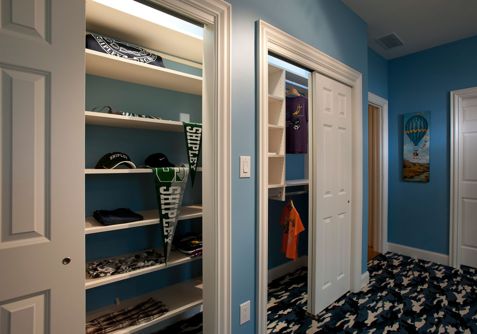 Closet solution in a boy's room